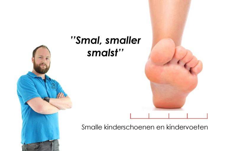 Smalle kinderschoenen en kindervoeten
